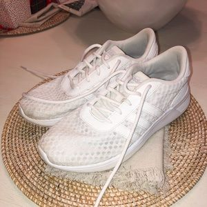 Adidas Cloud Foam shoes size 6.5